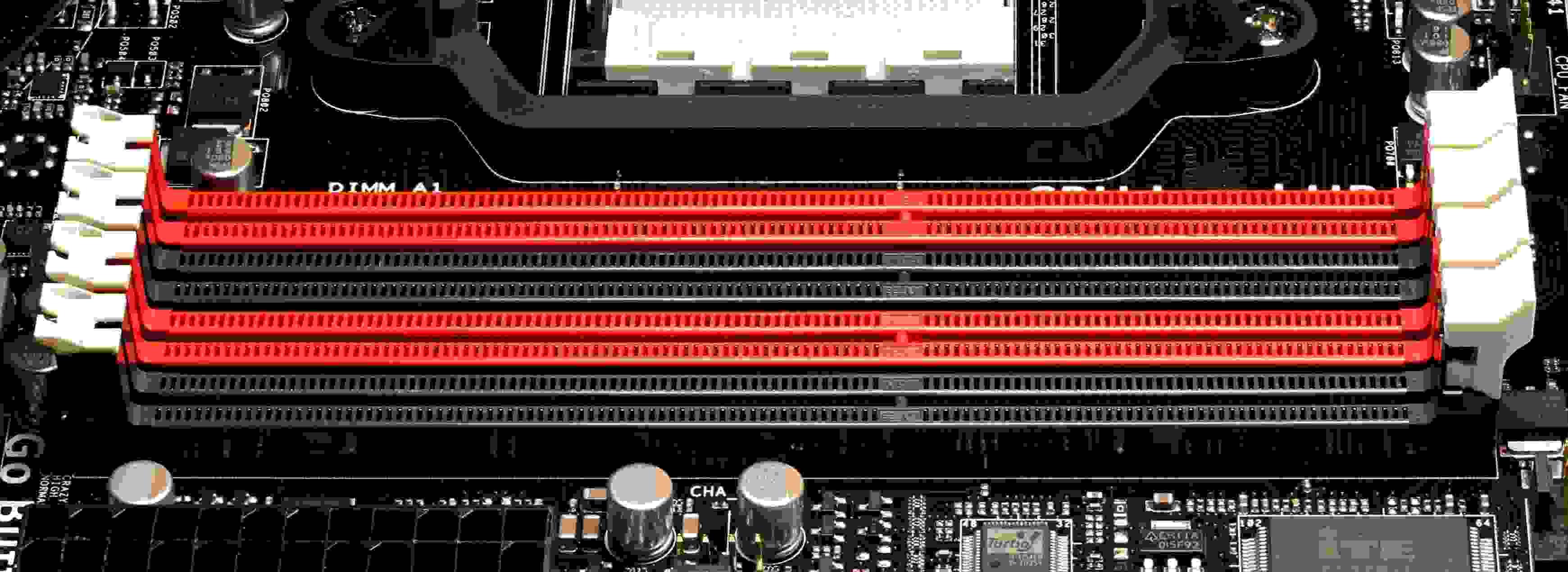 Слоты для двухканальной работы ОЗУ окрашены одним цветом
